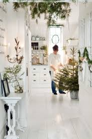 14 gorgeous scandinavian living rooms dressed for christmas white scandinavian room decorated for christmas