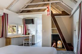 cabane chambre cabane de gardian hôtel auberge cavaliere du pont des bannes