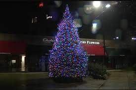 annual tree lighting ceremony kicks of holidays at edgebrook sho