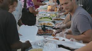 feed the homeless on thanksgiving in downtown san diego streets