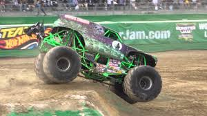 grave digger 30th anniversary monster truck grave digger free style monster jam in osaka 2016 youtube