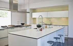 cuisine rectangulaire idée cuisine avec îlot perspective mouvement lumière kitchens