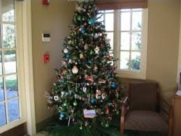 cheap christmas tree decorating the christmas tree cheap and easy ideas