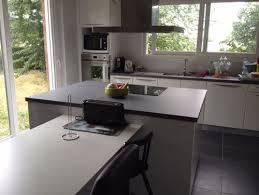 cuisine blanche mur gris charming cuisine blanche sol noir 18 indogate salle de bain gris