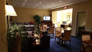 the living room east hton lounge at hilton east brunswick hotel executive meeting center