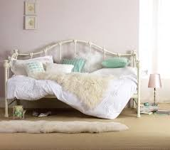 Day Bed Comforter Sets by Best 25 Day Bed Frame Ideas On Pinterest Handmade Spare Bedroom