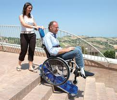 sedie per disabili per scendere scale montascale mobile a cingoli per carrozzine per disabili comfort
