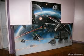chambre wars decor peinture murale déco sur le thème de wars dans une salle de jeux