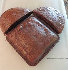 How To Decorate Heart Shaped Cake How To Make A Heart Shaped Cake For Valentine U0027s Day My Honeys Place