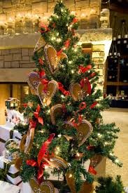 pictures of decorated trees lovetoknow