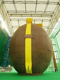 big easter eggs stuff that weighs more than me the world s largest edible