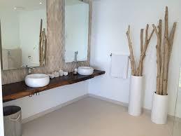 chambre bois flotté bois flotté en décoration dans une maison en bord de mer