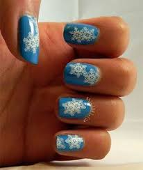 simple snowflake nails using lvx lait holographic glitter from
