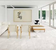 wohnzimmer glastür weiße fliesen wohnzimmer elegantes aussehen weißem dekor wohnzimmer