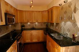 what color countertops with honey oak cabinets what color hardwood floor with oak cabinets and granite countertop