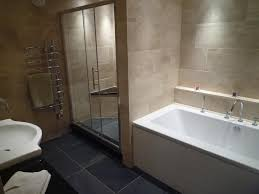 interior contempo image of modern beige bathroom decoration using