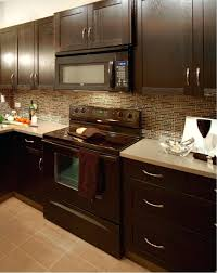 kitchen cabinet color combined with marble countertop backsplash