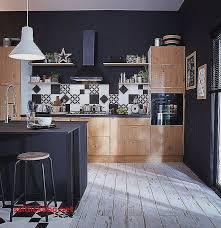 cuisine mur noir couleur mur cuisine avec meuble bois pour idees de deco de cuisine