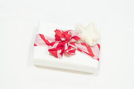 where to buy gift wrap i tested these 15 eco friendly gift wrap ideas here are my