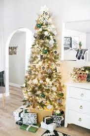 white modern snowflake tree decor