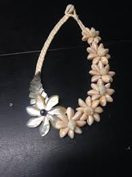 black shell necklace images Tahitian shell necklace mother of pearl black pearl hulamelani jpg