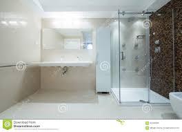 interieur salle de bain moderne intérieur d u0027une salle de bains moderne avec la carlingue de