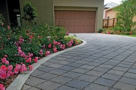 Home Driveway Design Ideas by Decorating Stunning Retaining Wall Using Basalite Concrete