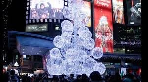 the yonge dundas square tree lighting ceremony takes