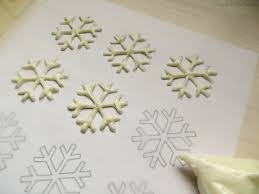 snowflake cupcakes with free printable snowflake template