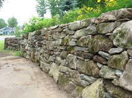how to build a natural stone retaining wall the right way dengarden