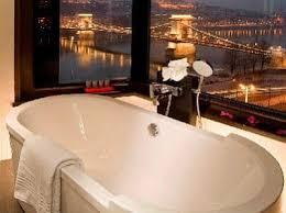 hotel baignoire dans la chambre baignoire dans une chambre de luxe à sofitel budapest chain bridge