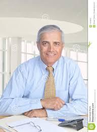 affaire bureau homme d affaires âgé moyen enfoncé à bureau photo stock image