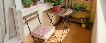 kleine balkone platzsparend gartenstühle für den balkon zuhause bei sam