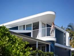 luigi rosselli architects project beach house on stilts