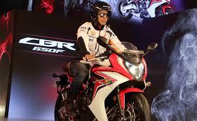 latest honda cbr bikes hunk alert akshay kumar poses on a bike during launch of honda cbr