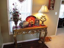 Decor For Small Homes by Beautiful Christmas Decorating For Small Entryways With Carving