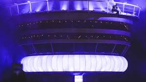 how drake got his giant cn tower replica from las vegas to toronto