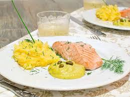 cuisiner pave de saumon pavé de saumon au thermomix cookomix