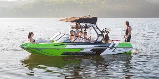 moomba mondo boat at 21 feet versatility small powerful