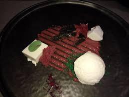 pese cuisine strjenka ovčjega jogurta sladoled ovčjega jogurta sponge rdeče