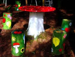 Mushroom Garden Art - 25 ideas to recycle tree stumps for garden art and yard decorations