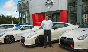 nissan 370z uk for sale salesman celebrates nismo u201cfull house u201d nissan insider news
