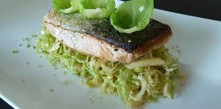 cuisine pav de saumon pavé de saumon à l unilatéral et petits choux de bruxelles