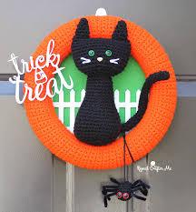 halloween wreath crochet halloween black cat wreath repeat crafter me