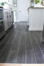 Tile For Kitchen Floor by Přes 25 Nejlepších Nápadů Na Téma Vinyl Flooring Kitchen Na Pinterestu