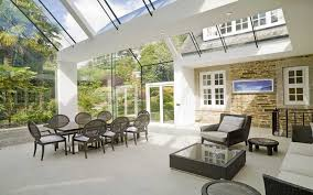 agrandissement cuisine extension de maison avec toit en verre en 20 idées d aménagement