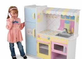 cuisine de fille poupées petites voitures pourquoi les jouets sexués ont ils