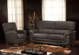 canape et salon salon en cuir moderne ou rustique en exposition permanent chez