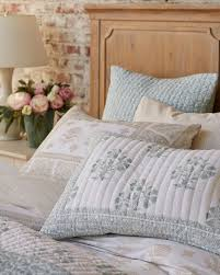 Bedroom Furniture Mix And Match How To Mix And Match Patterned Bedding How To Decorate