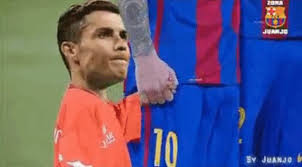 Cristiano Ronaldo Meme - el peque祓o cristiano ronaldo que corre desesperado a los brazos